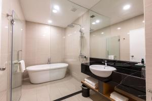 A bathroom at Hotel 7 Suria