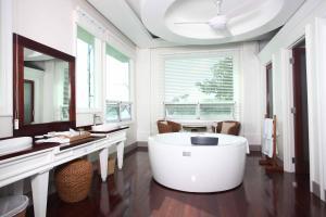 Salle de bains dans l'établissement Matinloc Resort