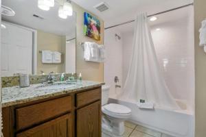 A bathroom at Silver Lake Resort