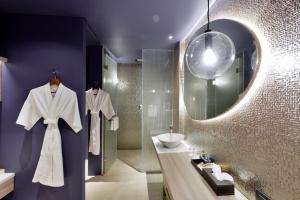 Ванная комната в Veranda Resort Pattaya - MGallery by Sofitel