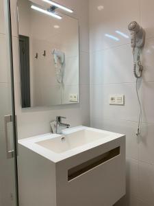 A bathroom at Alevia