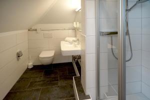 Ein Badezimmer in der Unterkunft Hotel Gasthof zum Biber