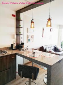 A kitchen or kitchenette at EuVe Ocean View Flat in Lima