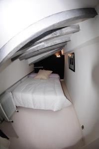 A bed or beds in a room at APARTAMENTOS URDAIBAI 5