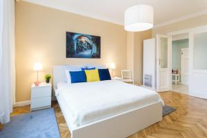 A bed or beds in a room at Smile Apartments