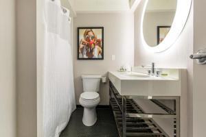 A bathroom at Hotel Audrey