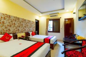 Ein Bett oder Betten in einem Zimmer der Unterkunft Golden River Hotel