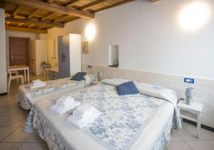 A bed or beds in a room at Scorci Di Mare