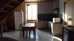 Cuisine ou kitchenette dans l'établissement Gîte Chez Deplante