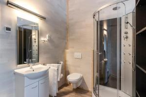 Een badkamer bij B&B LANGENBERG - DAVID HUMEWEG 9 - 1349 DA - ALMERE OOSTERWOLD -