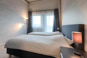 Een bed of bedden in een kamer bij B&B LANGENBERG - DAVID HUMEWEG 9 - 1349 DA - ALMERE OOSTERWOLD -