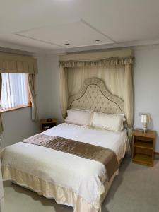 A bed or beds in a room at Bessemer Hotel