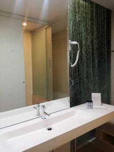 Um banheiro em EMAJ Boutique Hotel