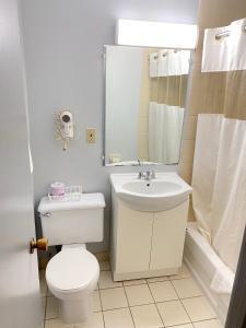 A bathroom at Liberty Inn