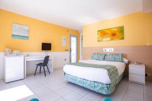 Een bed of bedden in een kamer bij Hotel Riosol