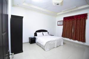 Cama ou camas em um quarto em Al Eairy Apartments - Al Riyad 4