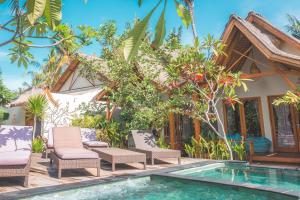 المسبح في Gili One Resort أو بالجوار