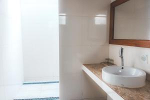 حمام في Gili One Resort