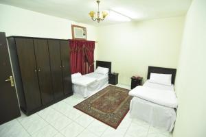 Cama ou camas em um quarto em Al Eairy Apartments Al Riyad 5