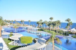 Uitzicht op het zwembad bij Monte Carlo Sharm Resort & Spa of in de buurt