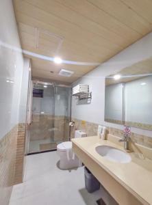 A bathroom at 456 Hotel
