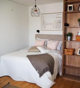 A bed or beds in a room at Studio Meri-Naantali
