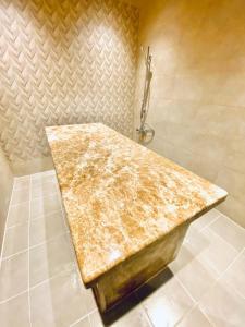 حمام في فندق نافيتي ورويك الدمام