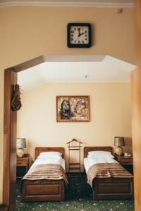 Ліжко або ліжка в номері Lyube