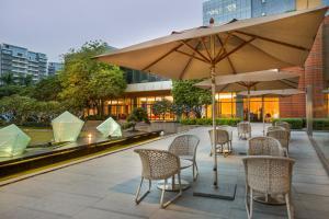 The swimming pool at or near Crowne Plaza Guangzhou Huadu, an IHG Hotel