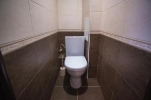 A bathroom at Apartment On Yakubovskogo