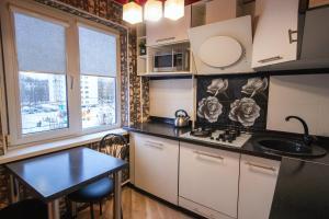 A kitchen or kitchenette at Apartment On Yakubovskogo