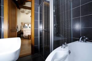 Koupelna v ubytování Hotel Kristin Hrádek