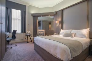 A bed or beds in a room at Crowne Plaza - Sheffield, an IHG Hotel