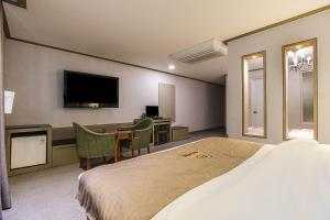 A bed or beds in a room at Amourex