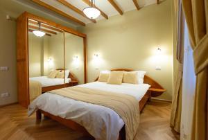 Un pat sau paturi într-o cameră la Zaivan Retreat