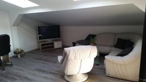 """A seating area at Ferienwohnung """"Burgblick"""""""