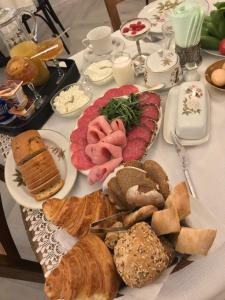 Breakfast options available to guests at Hotel Day Inn