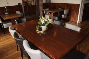"A restaurant or other place to eat at Hotel Cafe Restaurant ""De Klok"""