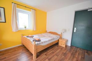 Ein Bett oder Betten in einem Zimmer der Unterkunft Ferienwohnungen Wendenmühle