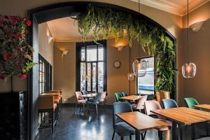 Ein Restaurant oder anderes Speiselokal in der Unterkunft Hotel Sint Nicolaas