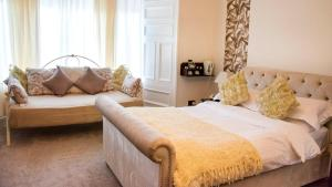 A bed or beds in a room at Avonbridge Hotel