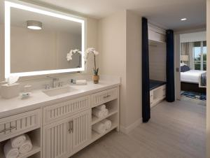 A bathroom at Resort at Longboat Key Club