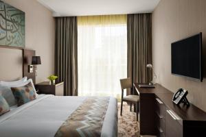 Cama ou camas em um quarto em M Hotel Makkah by Millennium