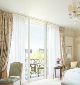 A seating area at Ritz Paris