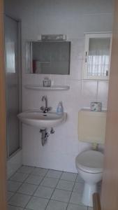 A bathroom at Haus Papst Johannes Paul. II.