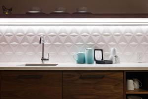 A kitchen or kitchenette at 48 King West