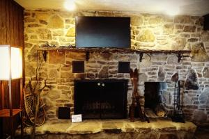 A television and/or entertainment center at Alpine Retreat Bed and Breakfast