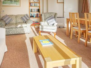 A seating area at 2 Hazeldene