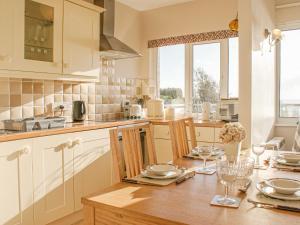A kitchen or kitchenette at 2 Hazeldene