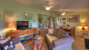 A seating area at Andavine House - Bed & Breakfast